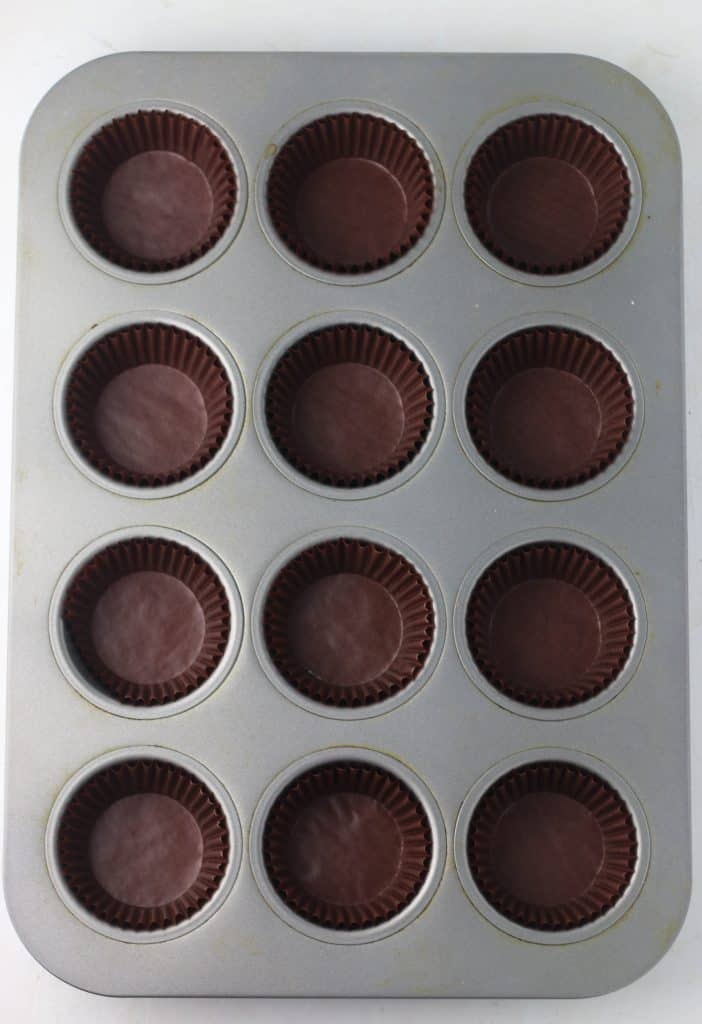 muffin pan with liners
