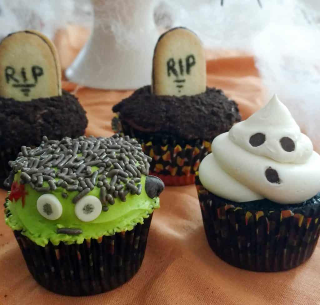 4 halloween cupcakes