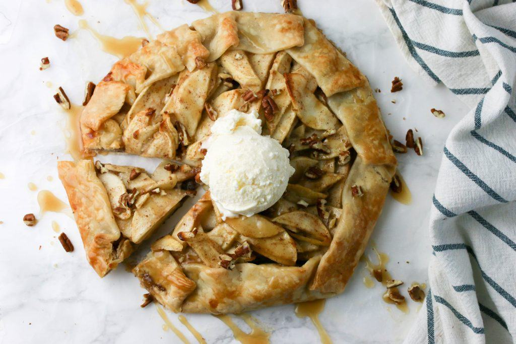 Apple Crostata with icecream
