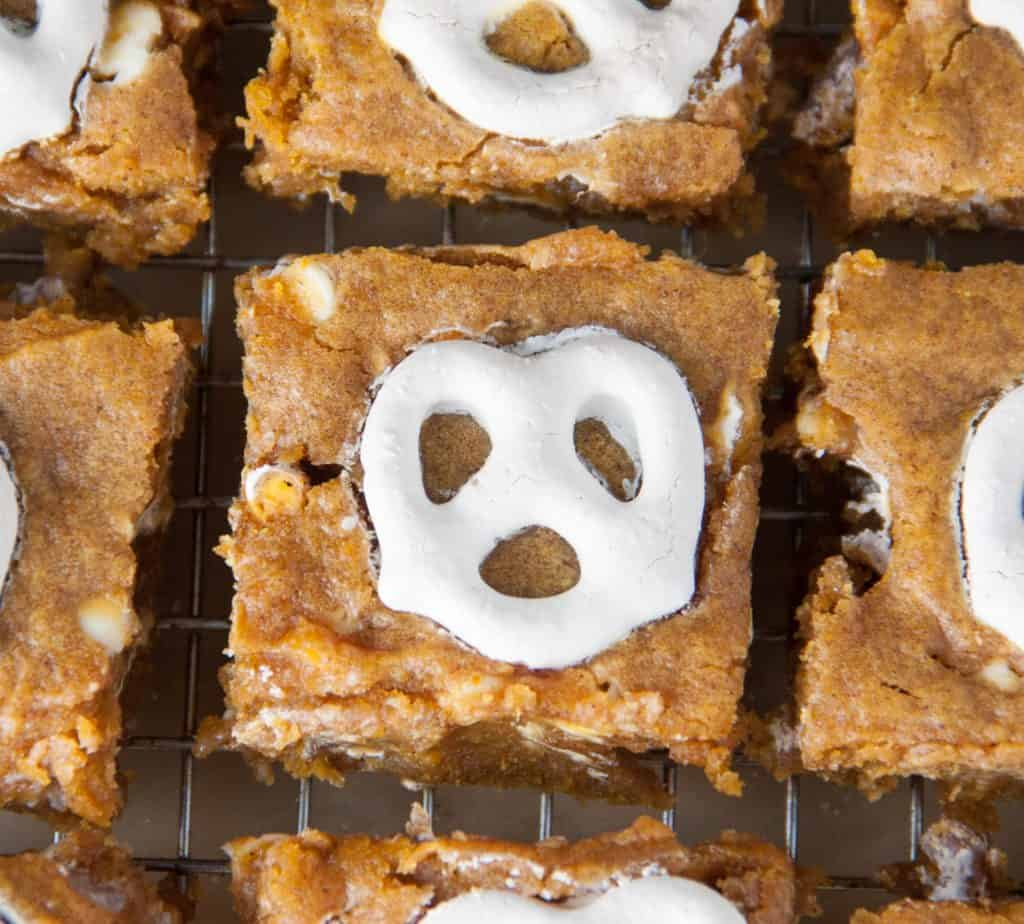 white chocolate pretzel pumpkin blondies cut into squares