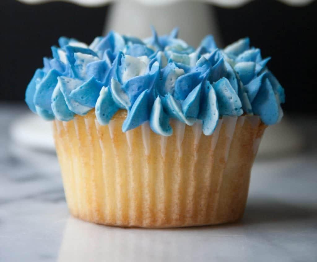 single hydrangea cupcake