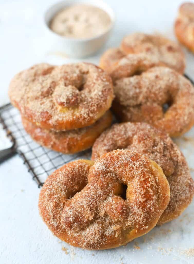 cinnamon sugar pretzels on a cooling rack